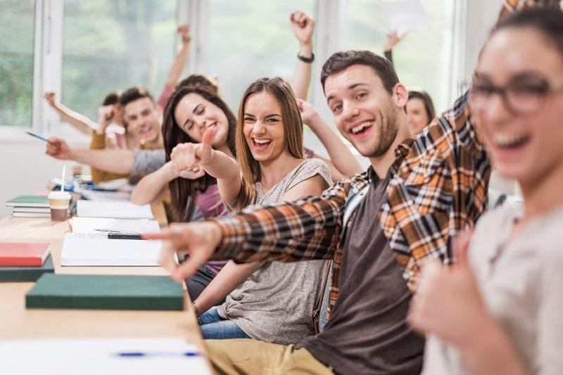 ragazzi ad un corso di inglese presso Inlingua Sassari