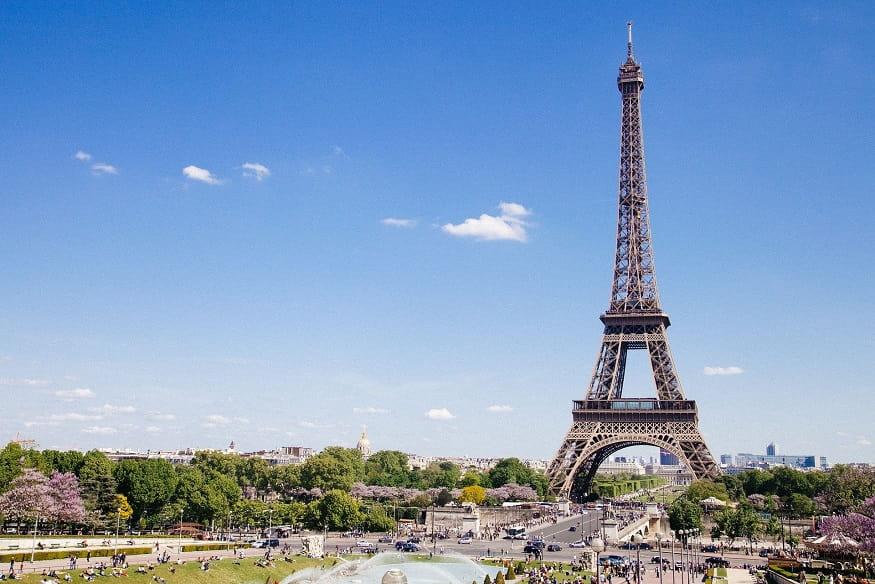 la torre Eiffel, simbolo di Parigi e della Francia
