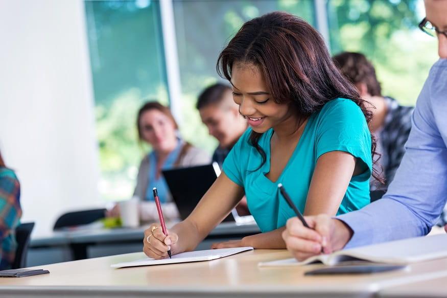studenti inlingua Sassari durante un esame di certificazione