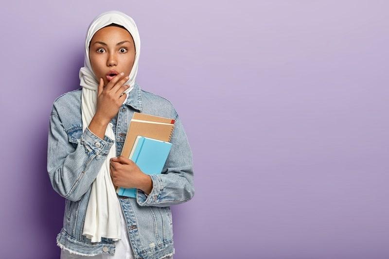 studente di un corso di arabo di inlingua Sassari